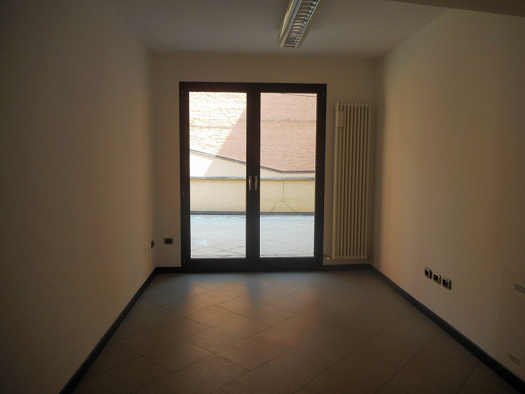Via de Poeti,Centro Sud,5 Rooms Rooms,Commerciale,1116